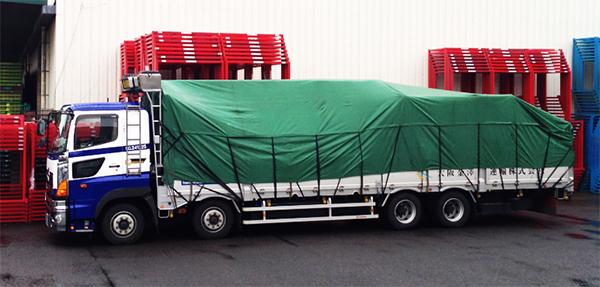背の高い製品の輸送・搬入でもクレーン付きトラックで柔軟に対応